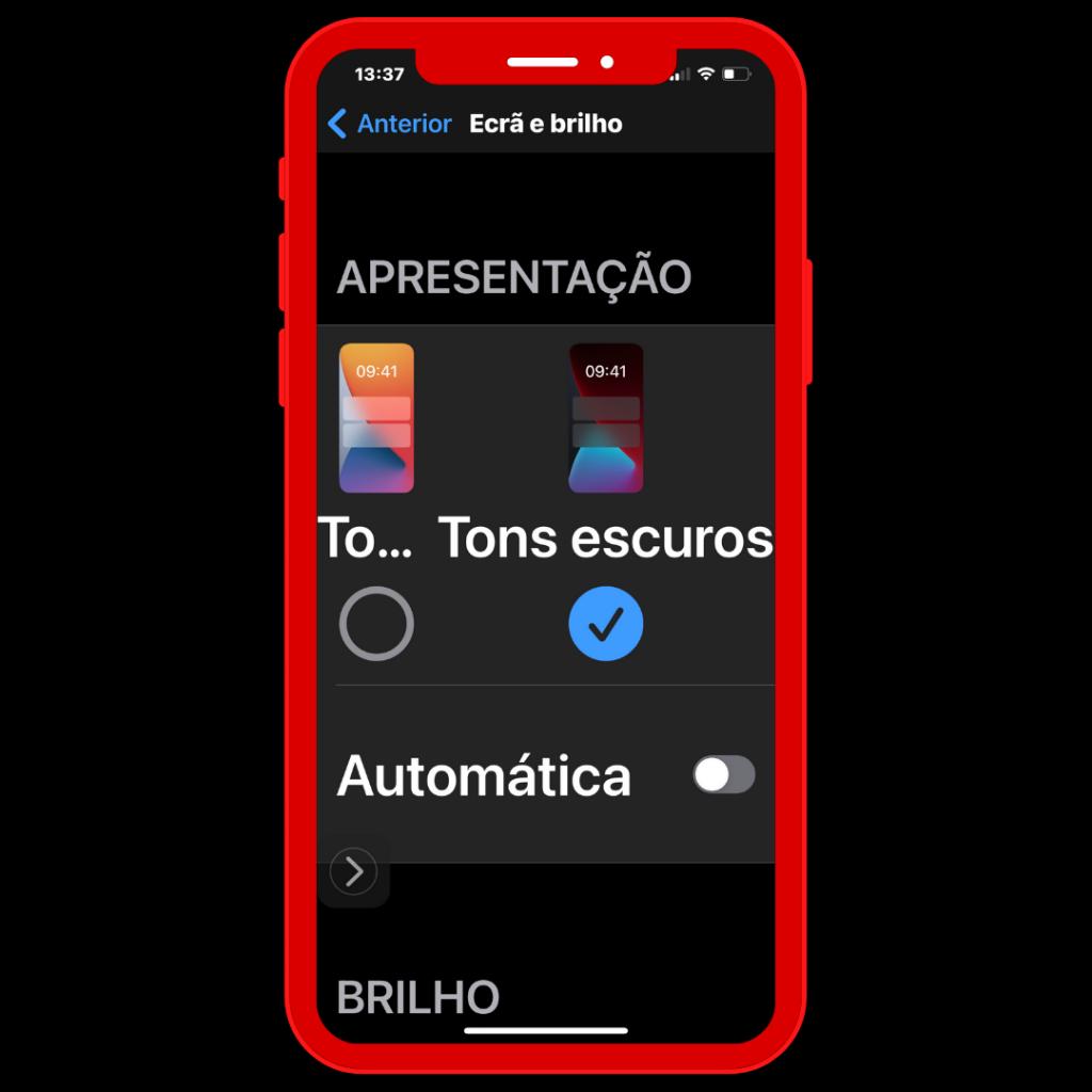 Ecrã do iPhone com função de Ecrã e brilho, Tons escuros.